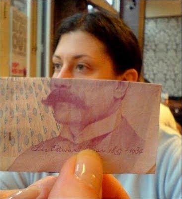 紙幣の肖像画と合体15