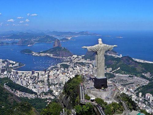 リオデジャネイロのキリスト像に落雷00
