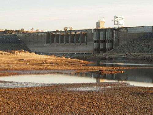 干ばつで変わり果てたフォルサム湖12