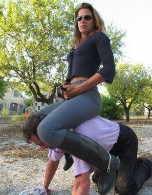 男を馬乗りにした女たち05