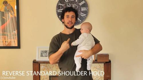 「赤ちゃんの抱き方」02