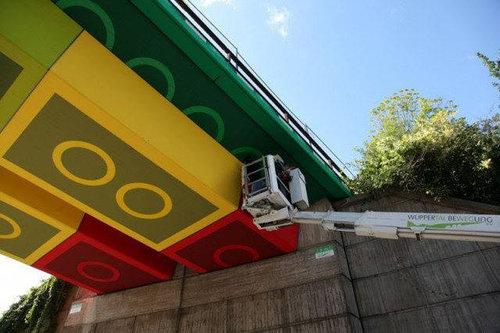 橋の裏がレゴに01