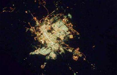 宇宙ステーションから見た世界の大都市の夜景13
