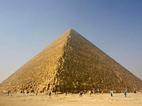 建設当時のピラミッドの姿00