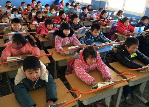 中国の児童を姿勢よくするアイデア02