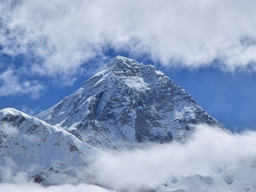 2.2トンのゴミをエベレストから取り除く