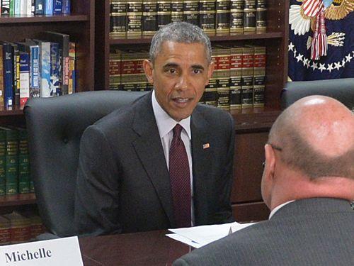 オバマ大統領とテーブルを囲んでる05