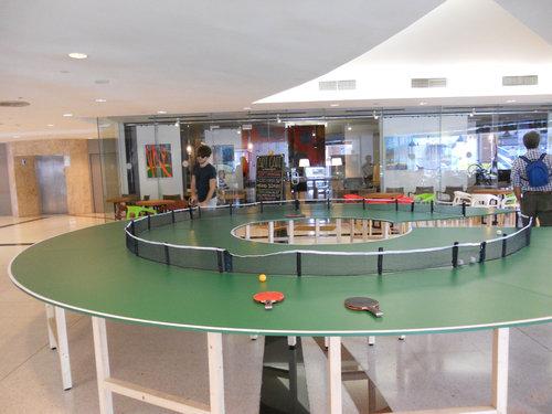 タイの丸い卓球台01
