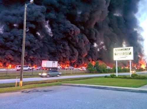 サウスカロライナ州でタンクローリーが爆発01