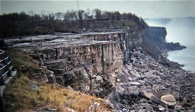 せき止められたナイアガラの滝02