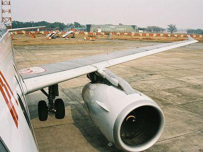 飛行機のエンジン00