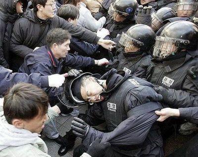 デモや暴動22