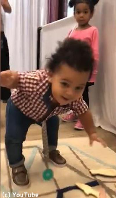 生まれて初めて歩けた赤ちゃんの表情がかわい過ぎる03