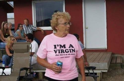 おもしろTシャツを着た老人たち02