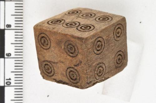 中世のノルウェーで発見された「いかさま用サイコロ」02
