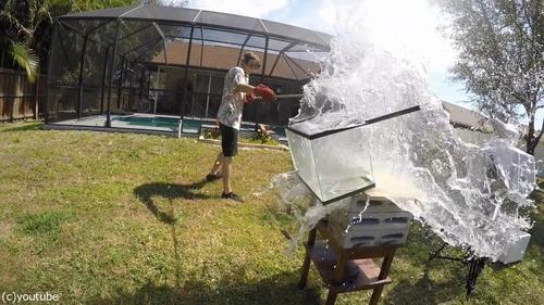 高温で溶けた「塩」を水に入れる02