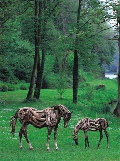 枯れ木で造られた馬のアート21