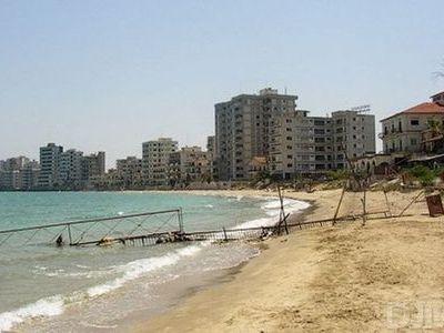 分断されたキプロスの廃墟00 分断によって廃墟となった地中海キプロスのリゾート地Varosha: