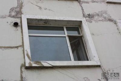 新築なのに倒壊寸前の中国の建物02