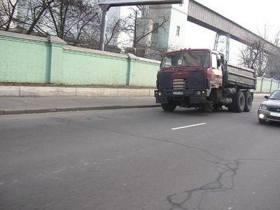 ロシアのトラックはタイヤが一個くらい無くても平気05