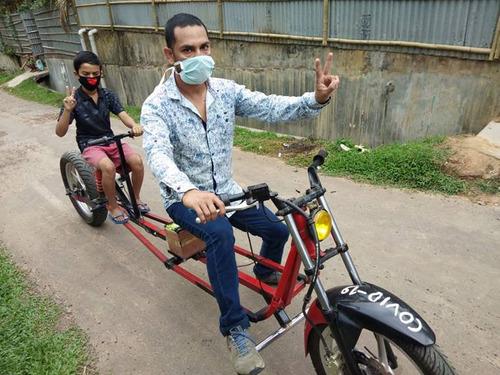 インドのパパ、バイクを魔改造01