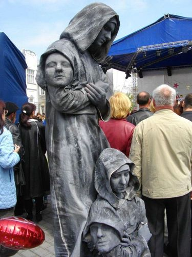 生きた銅像09