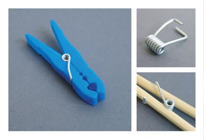 洗濯バサミのバネをとり、箸に取り付ける-くだらない笑える面白いリサイクル25