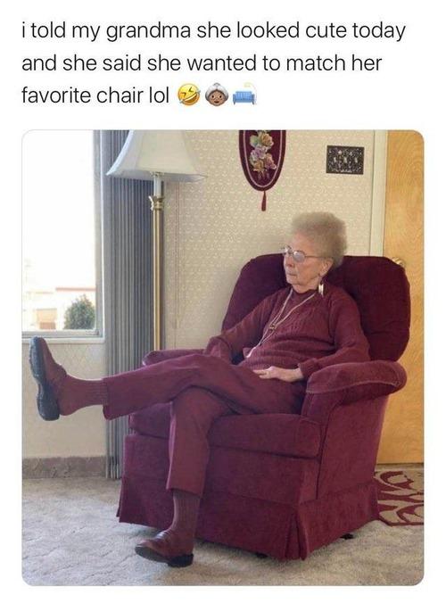 ソファとマッチングのおばあちゃん01