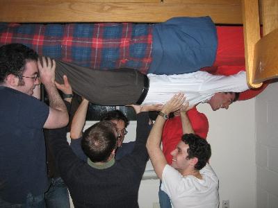 友達が留守の間に部屋を上下さかさまにしたドッキリ04