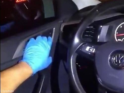 警察も驚いた車にドラッグの隠し場所02