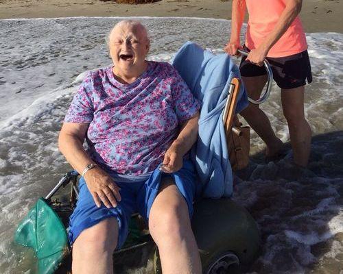 おばあちゃんと海03