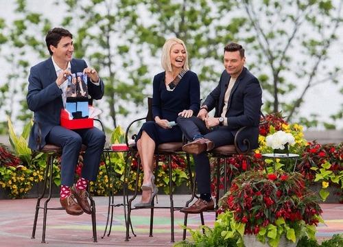 カナダ首相の靴下05