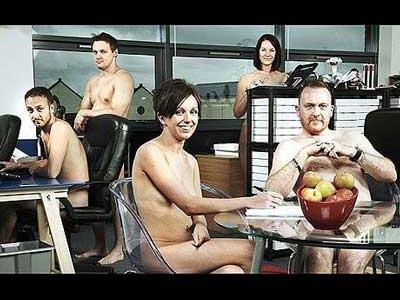 士気を高めるため社員全員が全裸で仕事