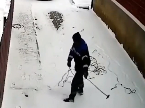 屋根の雪かきをてっとり早くする方法