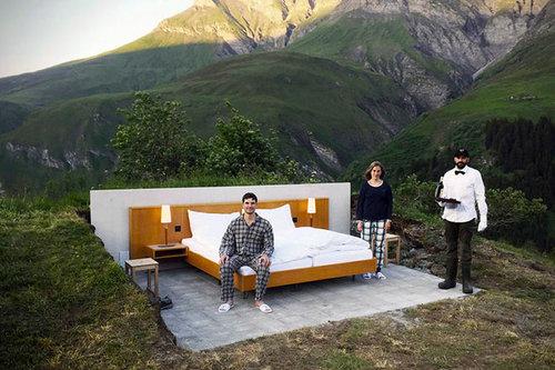 屋根も壁もないアルプスのホテル02