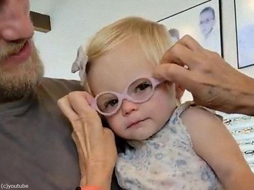 女の子が初めてのメガネ00