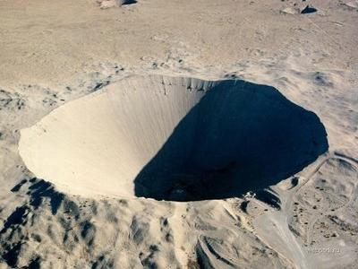 地下核実験によって出来たクレーターTOP