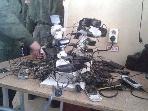 ロシア軍人のスマホ充電08