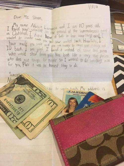 手紙付きで財布が返ってきた女性01