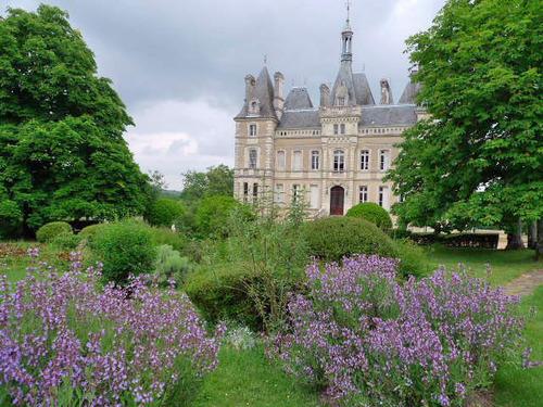 ヨーロッパのお城のような家 D02