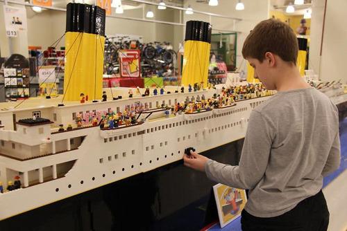 5万6000個のレゴでタイタニック03