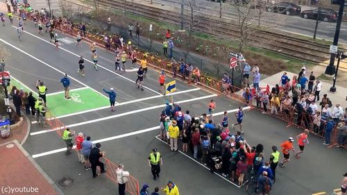 マラソン中の道路をどうやって渡るか03