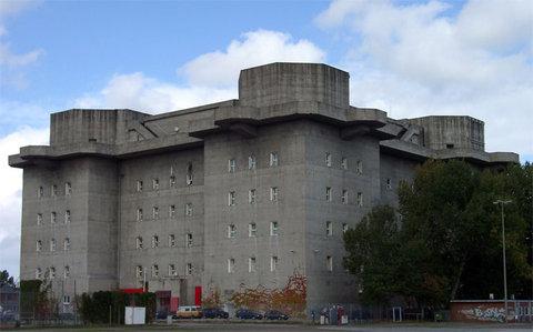 フランクフルトの対照的な2つの建物02
