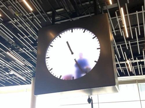 アムステルダム空港の手書き時計07