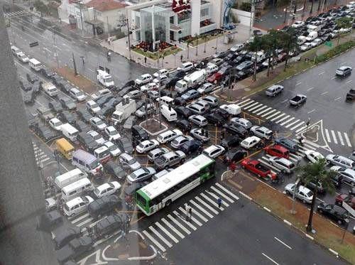 ブラジルのサンパウロで信号機が故障04