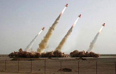 合成がバレたイランのミサイル発射、画像の加工がエスカレート05