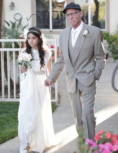 末期がんの父親に花嫁姿を見せる11歳05