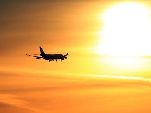 飛行機事故数と搭乗者数の関係00