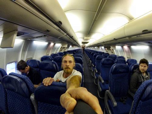 飛行機に乗ったら乗客が3人だけ02