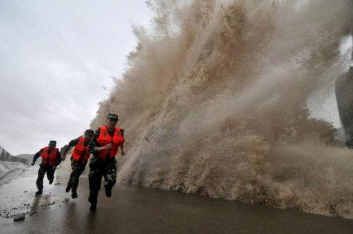 銭塘江の大波19